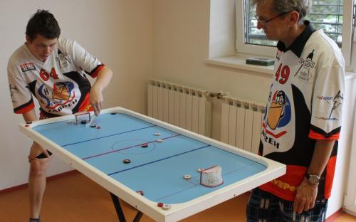 David si poslední kolo proti Janu Černému naplno užíval již jako staronový mistr ČSSH a zápas vyhrál.