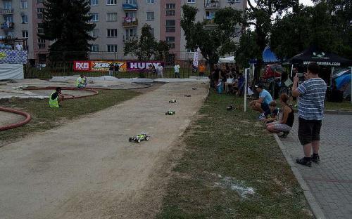 Startovní rošt první finálové jízdy buggy 2WD s účastí dvou jezdců Zábřeha