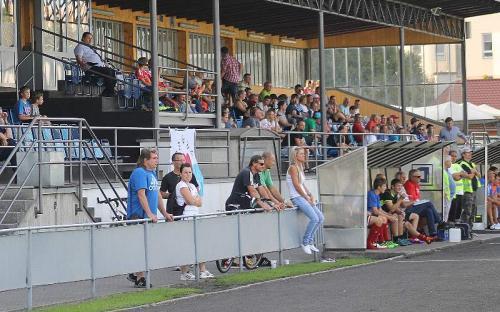Diváci se přišli podívat na první domácí zápas v počtu 230
